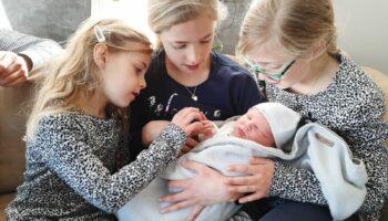Een Zoontje Geboren Bij Juf Van Den Bosch